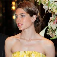 Charlotte Casiraghi,bellissima alla Fashion Week di Milano