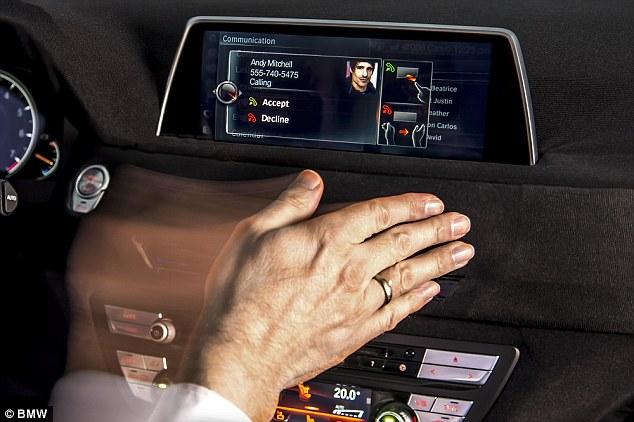 Bmw Air Touch, il cruscotto che si comanda con un gesto