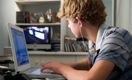 Facebook, UE propone di vietare l'iscrizione ai minori di 16 anni