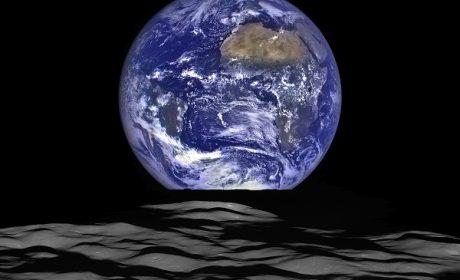 Immagini dalla Luna, la Terra sorge all'orizzonte
