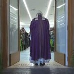 Papa Francesco all'Ostello Caritas di Termini per aprire la Porta Santa