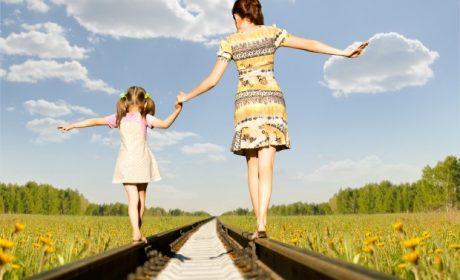 Sempre più bambini in carenza di vitamina D, la soluzione è il sole