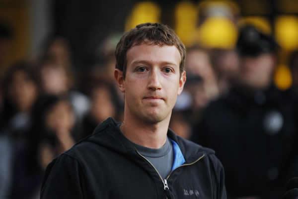 Zuckerberg attaccato dagli hacker, violati tutti i suoi profili social