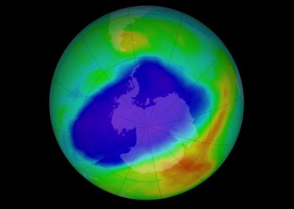 Antartide, il buco dell'ozono si restringe