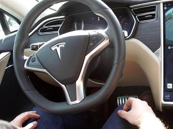 Tesla, primo incidente mortale con l'Autopilot