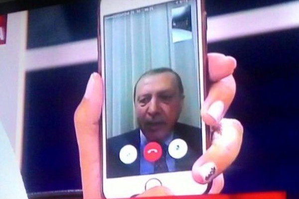 Turchia, Erdogan sconfigge i golpisti con Facetime