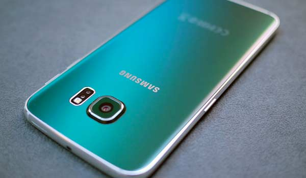 Samsung Galaxy S8, due cover confermano il display dual edge