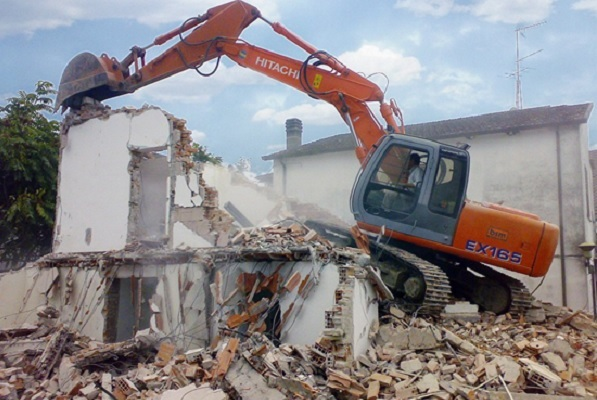 Cosa è necessario fare per demolire un edificio